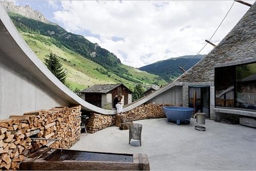 Troglodytes du troisième millénaire 1 : la Villa Vals