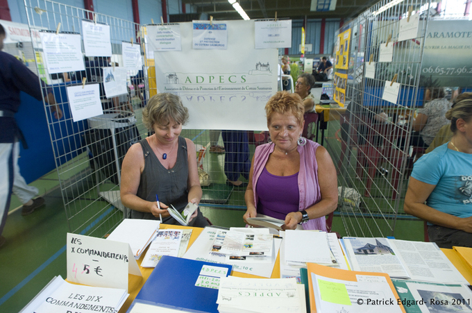 Deux représentantes de l'association ADPECS, Laure Marguier et Chantal Fazi