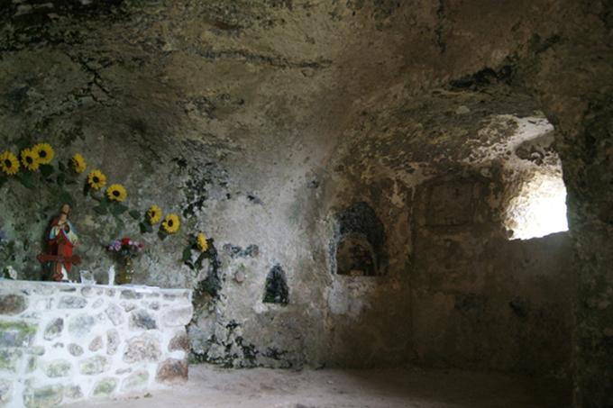 Les balmes de Montbrun : des troglos dans le ventre d'un volcan ardéchois !
