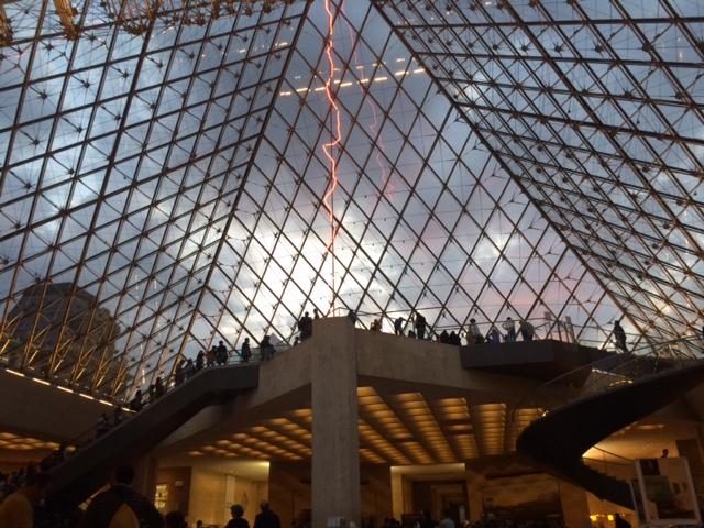 l'éclair sous la Pyramide du L