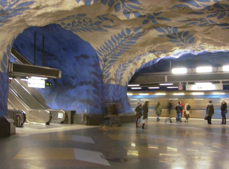 Le métro de Stockholm, caverne et galerie d'art