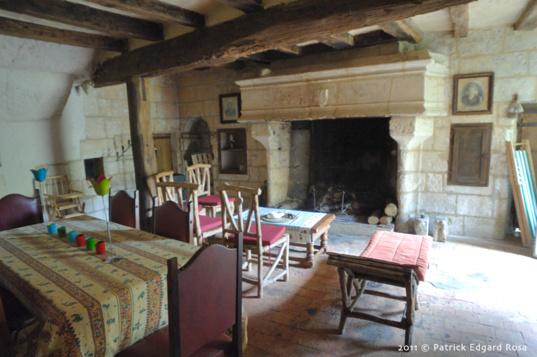 le salon troglo avec cheminée 16eme siècle