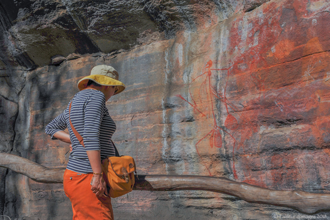 Troglodyte Dundee, les Aborigènes, Espace et Temps