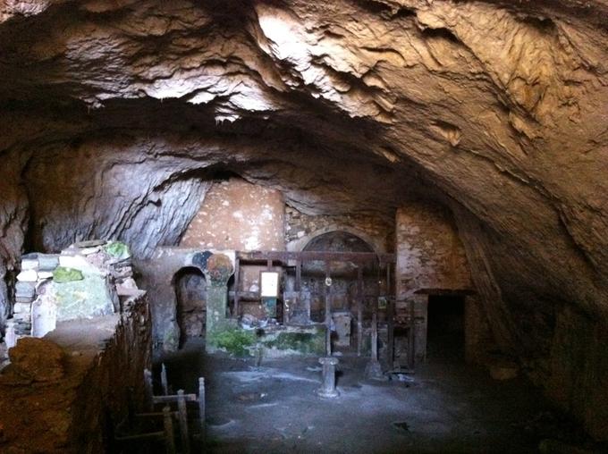 Sous l'œil de Dionysos, les grottes de Naxos