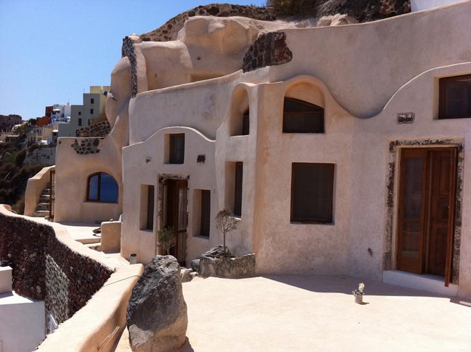 Architecture et troglodytisme à Santorin