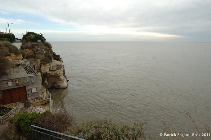 Grottes ou troglos? Meschers (Gironde)
