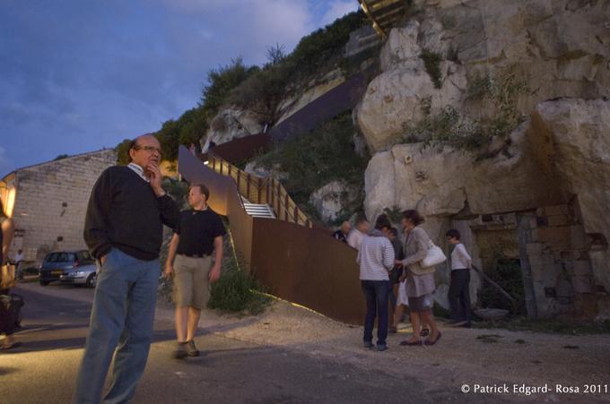 Un marché animé et varié a attiré des locaux, des touristes de passage avides de découvrir ce village de Métiers d'Art qui a su s'inscrire dans le paysage de la côte saumuroise.