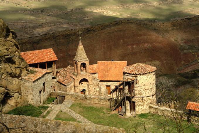 Sur la falaise ont été creusés 19 monastères dont on peut voir aujourd'hui les cavernes peintes. Paata Vardanashvili, tbilisi (Géorgia)