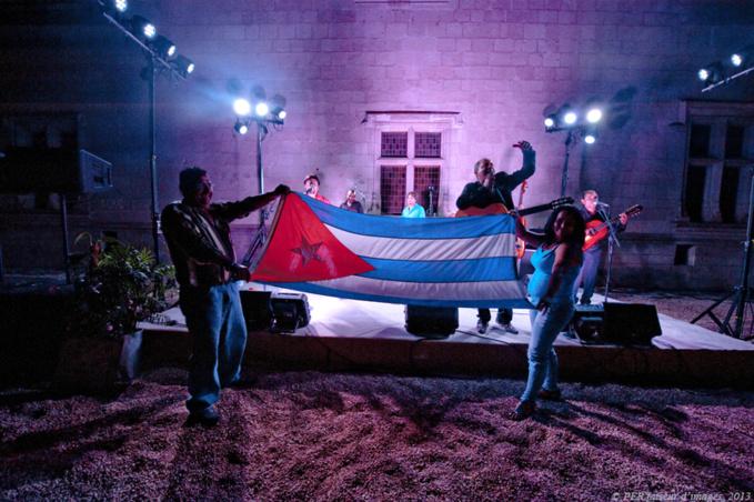 Les troglos, Brésil et Cuba