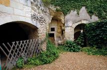 Le jardin clos et ses caves
