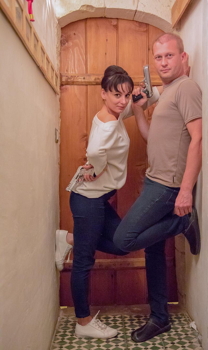 Cindy Ducouret (actrice) et Yann Jenny (Ingénieur du Son, Photographe de Plateau et Monteur). Prenant la pause, lors des répétitions