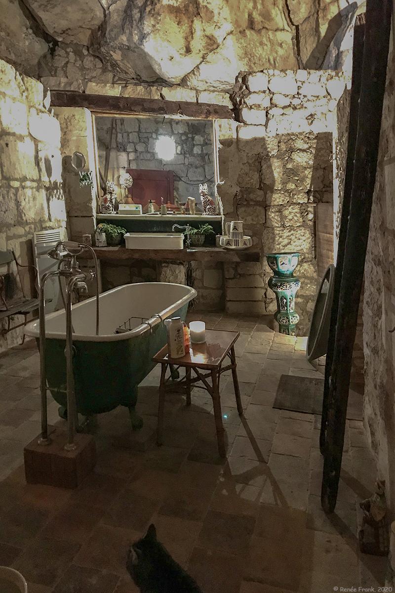Intérieur troglo : La salle de bain (1)