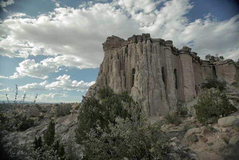 Ra Paulette,  mystérieux sculpteur de caves au Nouveau Mexique