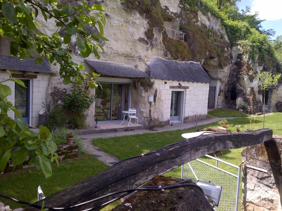 le jardin avec vue sur la maison